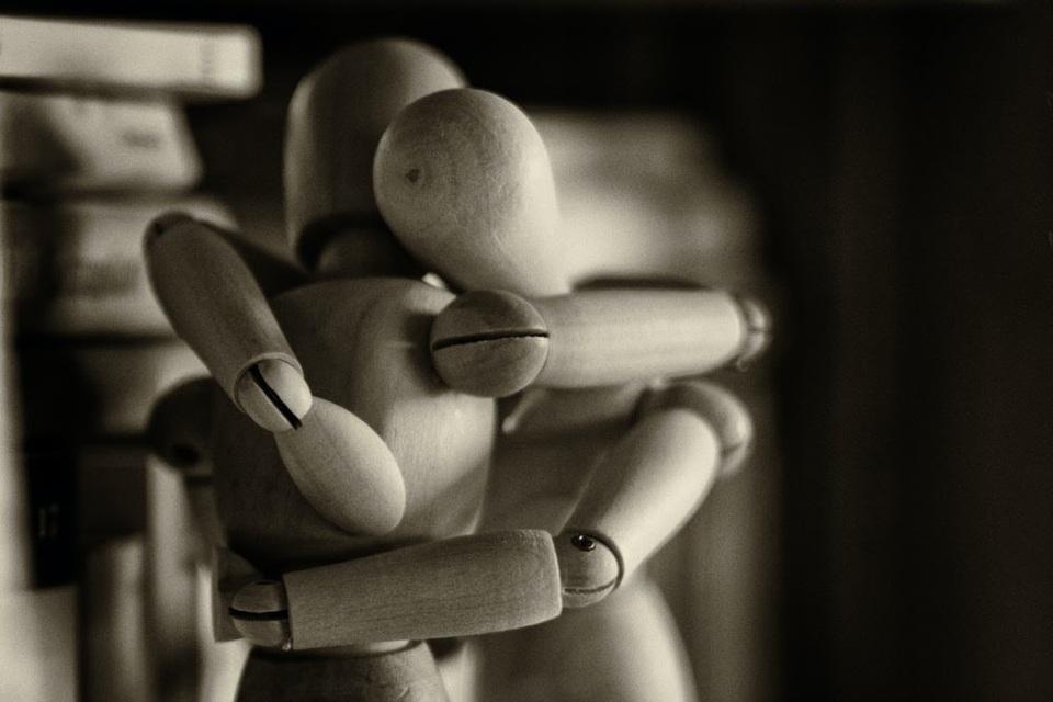 mannequins hugging