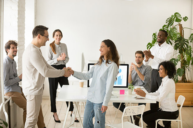 10 effective employee recognition examples (plus recognition message templates)